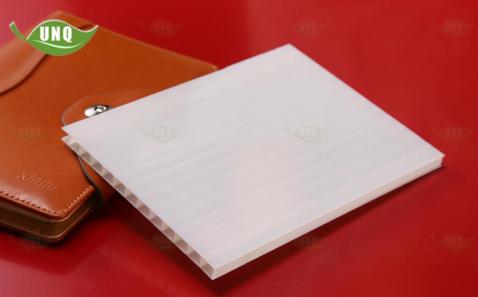 8mm乳白三层阳光板