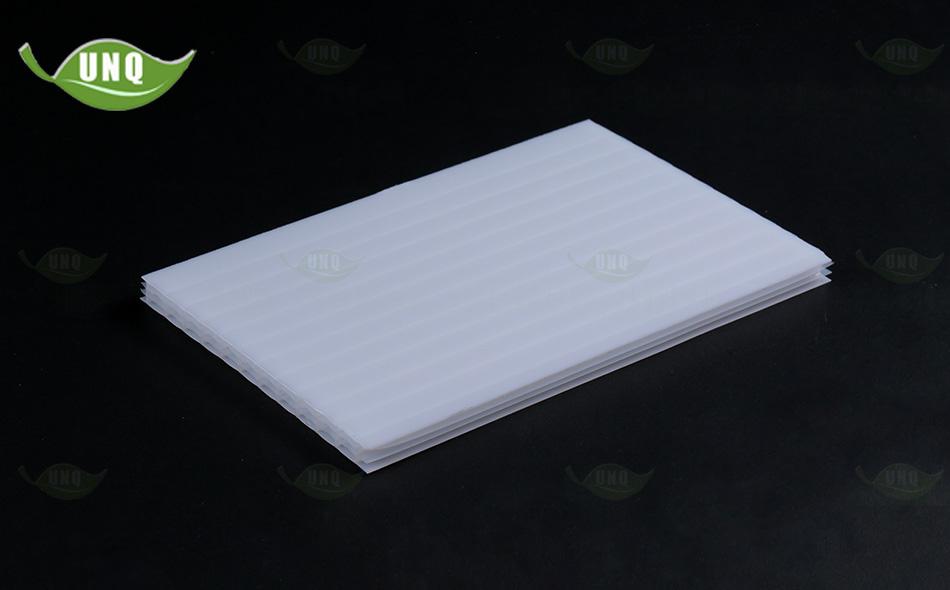 乳白四层阳光板