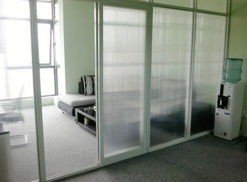 室内阳光板做的隔断