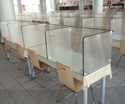 食堂餐桌隔断就选阳光板耐力板